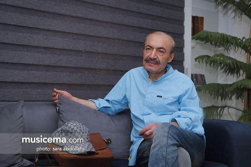 محمدجلیل عندلیبی: دوست دارم با یک خوانندهی جوان کار کنم؛ مثلِ همان وقت که ناظری هم جوان بود و با ما خواند
