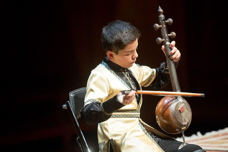 جوانان موسیقی نواحی سازهای خود را کوک کردند