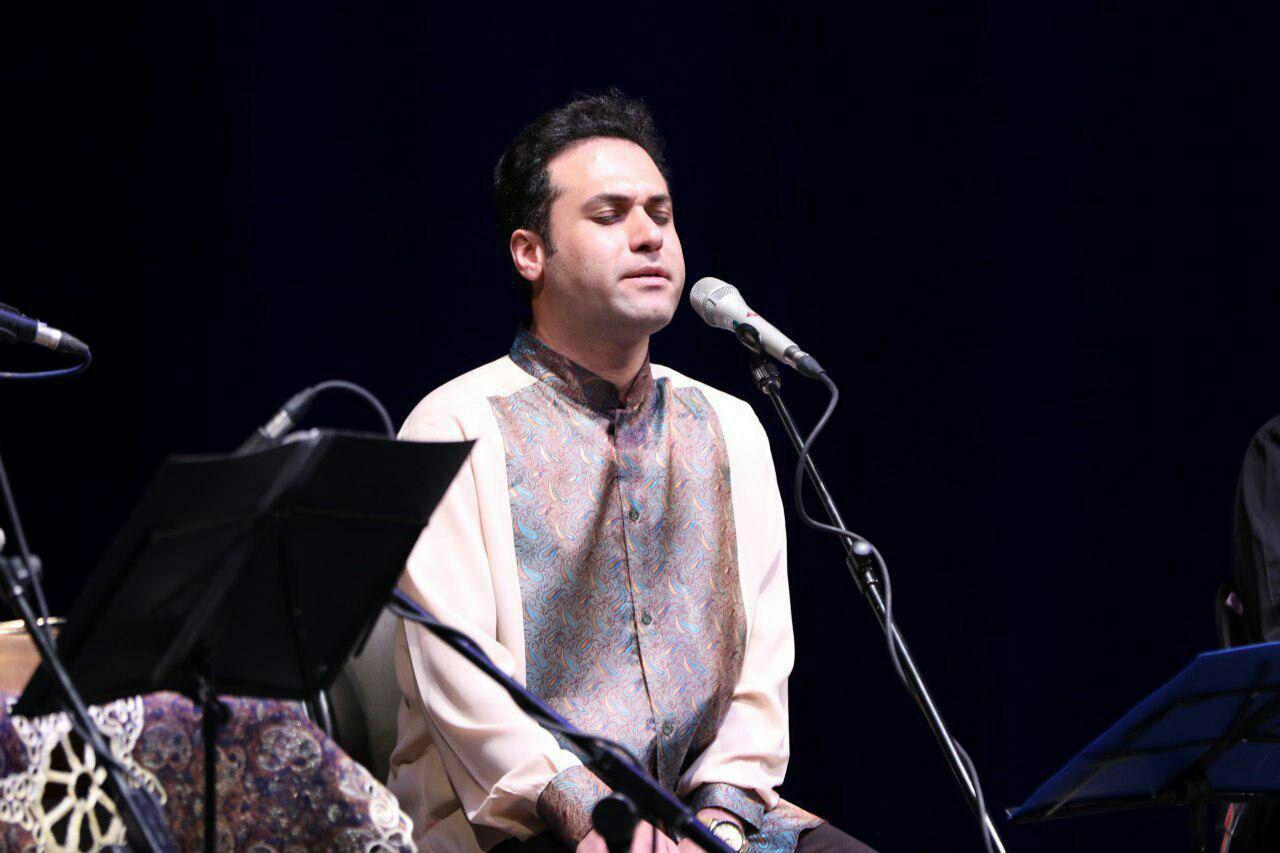 لذت شنیدن ساز و آواز در یک کنسرت خیریه