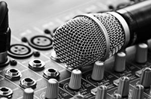 چرا آهنگسازها، تنظیم کننده ها و ترانه سراها سودای خوانندگی دارند؟
