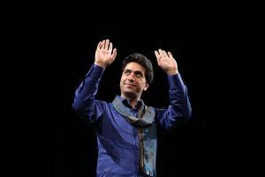 کارگاه آواز خوانندهی موسیقی سنتی ایران در ایتالیا محمد معتمدی مدهای شرقی در آواز ایرانی را معرفی میکند