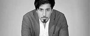احسان خواجه اميري: براي كمك به زلزله زدگان به آذربايجان مي روم