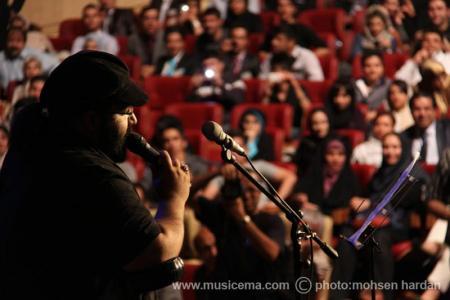 گزارش تصویری از حضور و اجرای رضا صادقی در جشن مهرآفرینان - 2