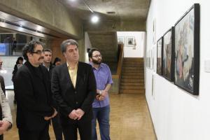 دیدار شهرام ناظری از نمایشگاه «نیمروز»