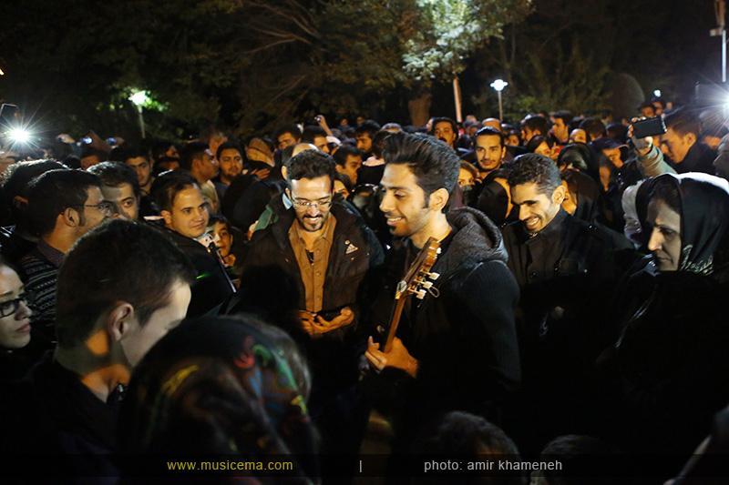 aaa %282%29 21 تجمع هواداران مرتضی پاشایی در شهر های مختلف / تمام ایران ترانههای «مرتضی پاشایی» را خواندند + عکس